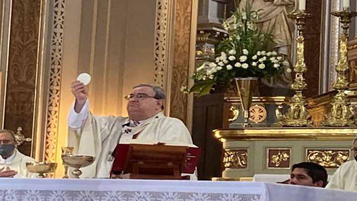 Arzobispo de Morelia presenta mejorías después del Covid-19; sigue hospitalizado
