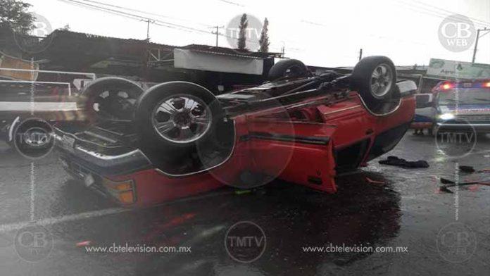 Volcadura deja 4 muertos en Uruapan