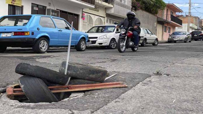 Las llantas siguen reemplazando las tapas de las coladeras en Morelia