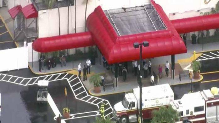 Se derrumba parte del techo de un casino, deja varios heridos