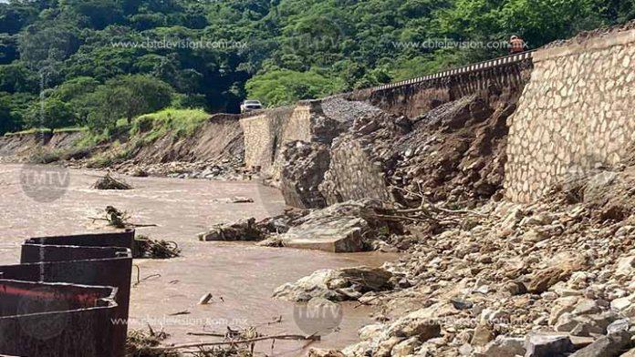 Se deslava base de vías férreas en Caltzontzin