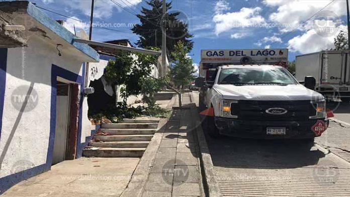 Gran susto! Camioneta con Gas LP colapsa con una vivienda en Morelia